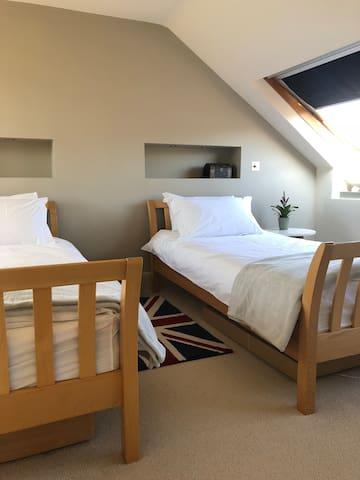 Spacious double room in Battersea near Chelsea