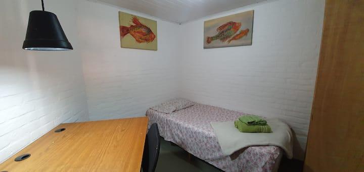 Room with single bed - Casa do Alemão Q12