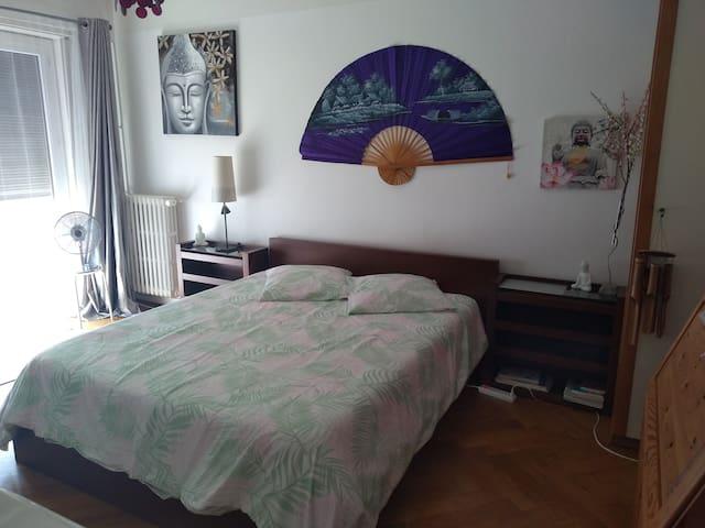 Appartement une chambre et cuisine équipée fermée