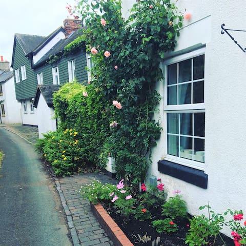 Rose Cottage - Boutique I bedroom cottage