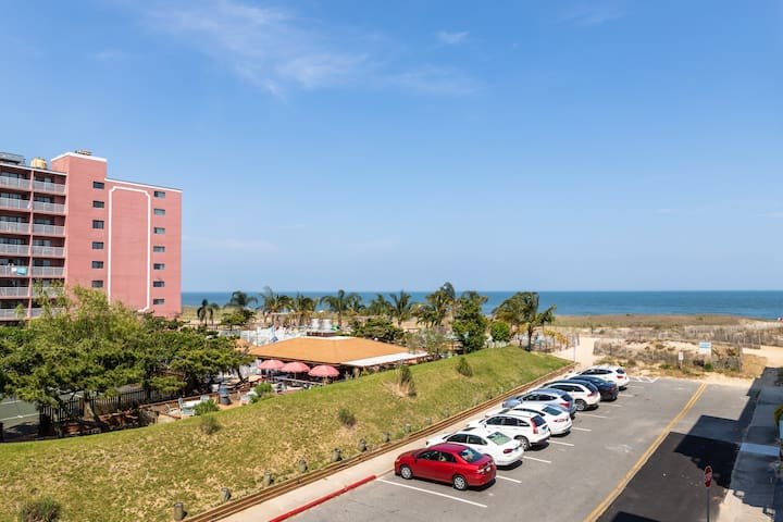 Ocean view steps from the beach w/ balcony & shared pool - 2 dogs OK!