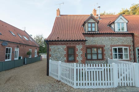 Garden Cottage, Blakeney, Norfolk - Blakeney