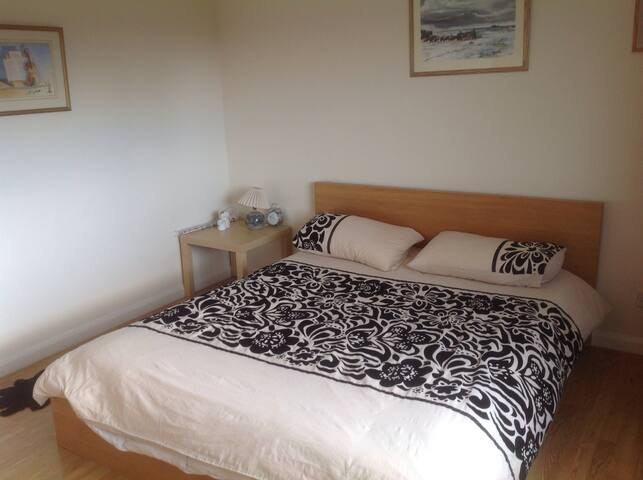Welcoming double bed room - Bathampton - House