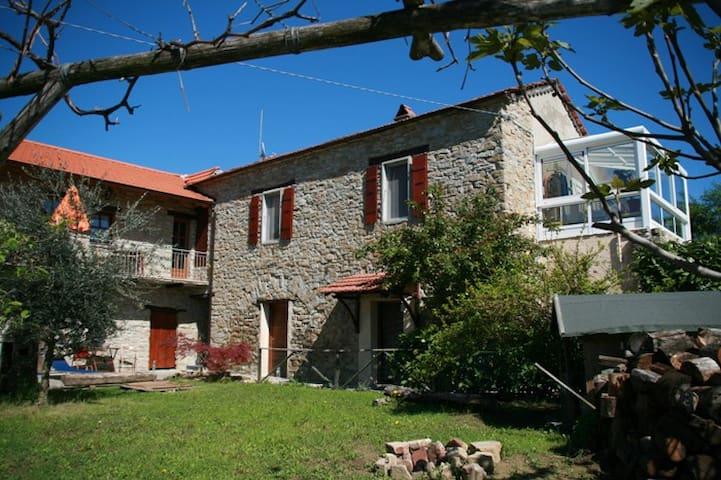 Traumhafte Ferienwohnung in der Langhe im Piemont - San Giorgio Scarampi - Apartamento