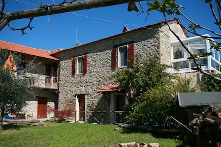 Traumhafte Ferienwohnung in der Langhe im Piemont - San Giorgio Scarampi - Apartment