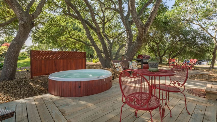 Coast Live Oaks, Private Hot Tub. - Arroyo Grande - Camper/RV