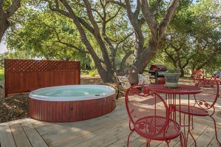 Full Kitchen, Private Hot Tub. - Arroyo Grande - Trailer