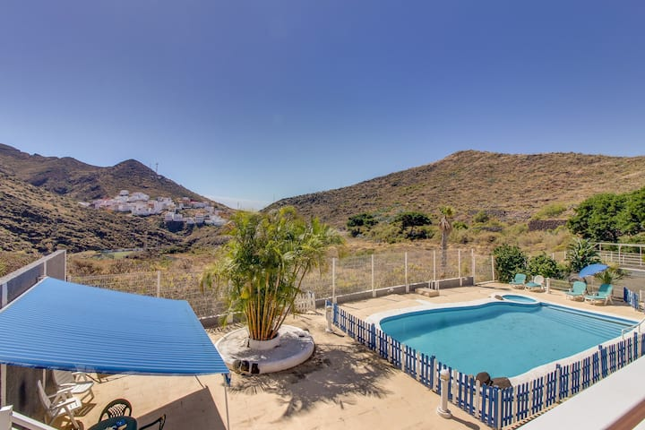 Cozy rental with shared pool & balcony - nestled in the hills of Tenerife!