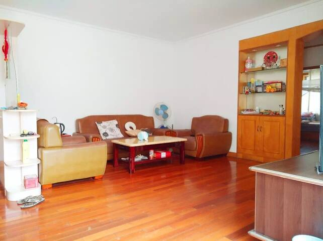 干净的房子,住起来比较舒服,适合一家人外出旅游居住。 - Nantong Shi - Huis