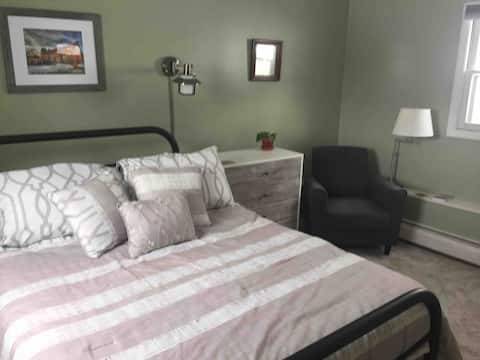 Private room and bath with easy access to VT & NH