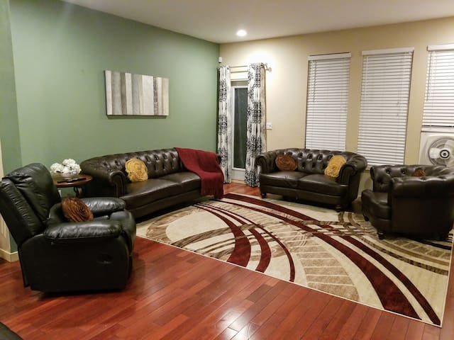 New! ★5BR Family Fiesta Home★ -Introductory Prices