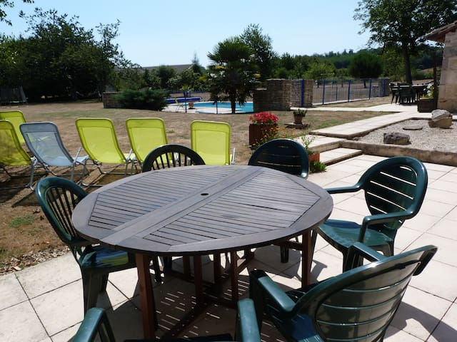 Beautiful farmhouse sleeps 8 with large pool