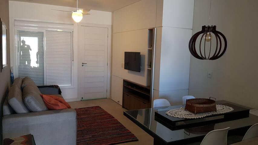 Apartamento térreo com suite e patio privativo