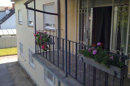 Stadthaus im Grünen - Casa
