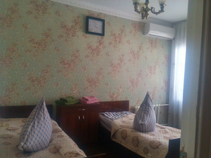 cheap room in the city center metro Oybek
