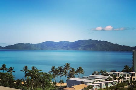 Inner city apartment with amazing views and aircon - Townsville City