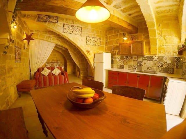 'Umaya - Boho Chic studio, old town