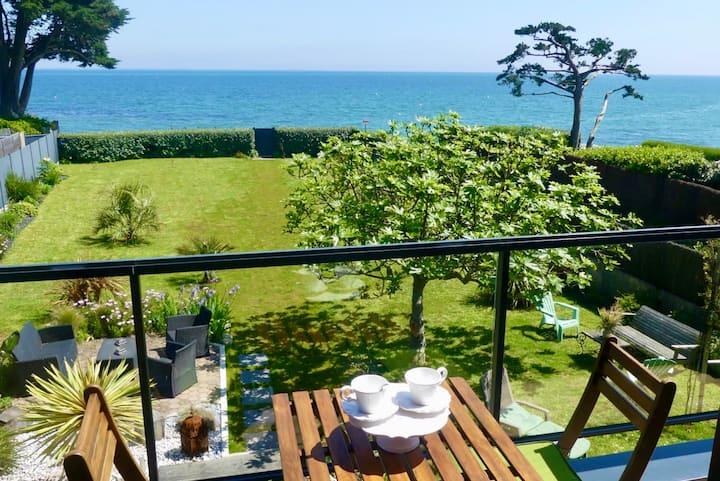 Villa Tybayann pied dans l'eau vue mer imprenable.