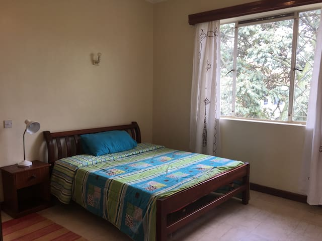 Room in top floor 3 bed flat share in Westlands