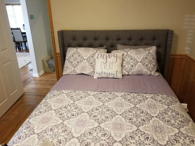 Comfortable room in beautiful Concord neighborhood
