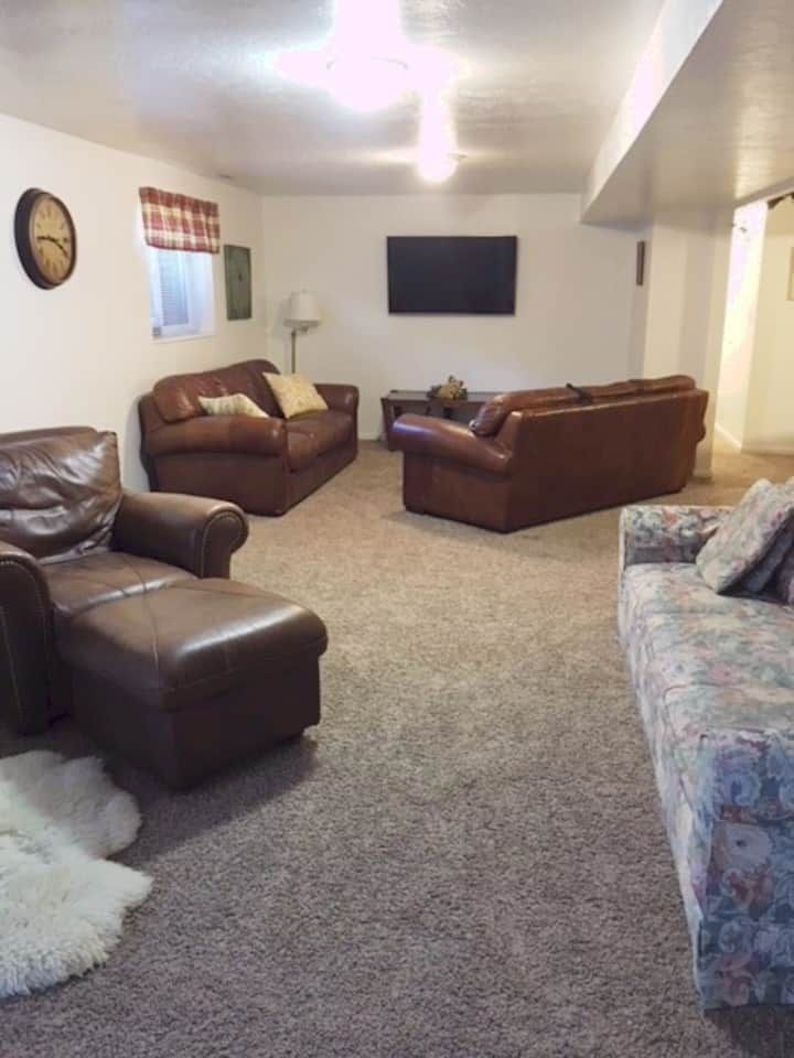 Comfy Sandy basement near canyons
