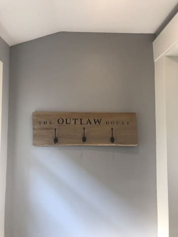 Outlaw house