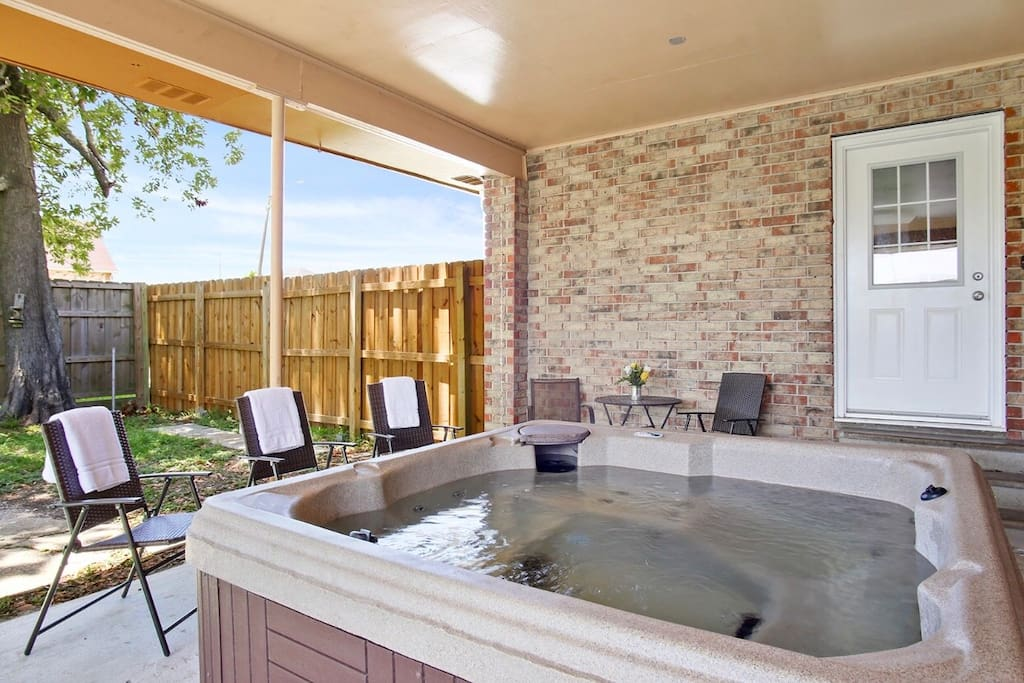 Amazing Hot Tub!!