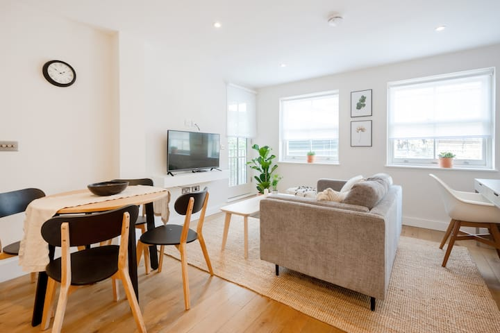 NEWLY BUILT 2-BED APT PRIVATE OUTDOOR TERRACE BY WATERLOO STATION