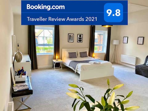 Stansted Coach House - Private Apartment Sleeps 4