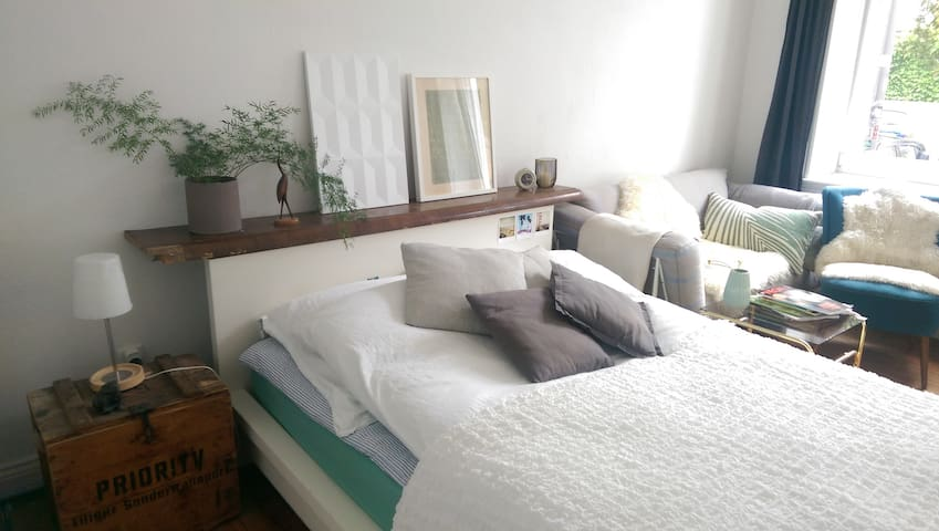 Schönes Zimmer in WG zentral & nah zur Förde - Kiel - Leilighet