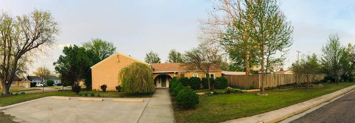Beautiful, Private Ranch-Style Home, w/Fence!!