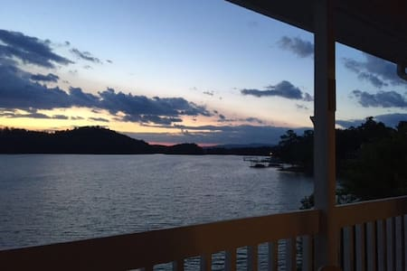 Lakefront Town home on Lake Chatuge - Hiawassee - Townhouse