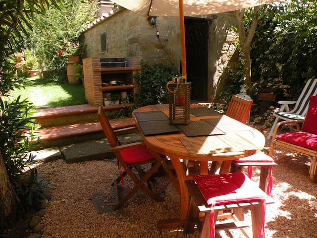 Charming top floor Historic Cortona - Cortona  - Apartemen