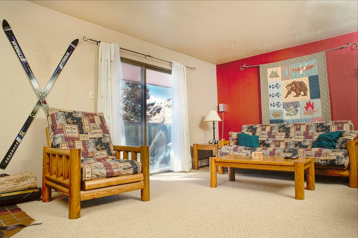Beautiful 1 Bedroom Condo with pool and hot tubs!