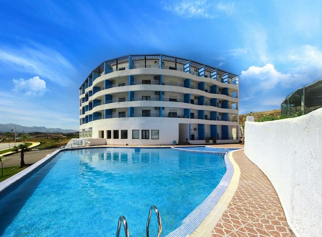 Appart'hôtel, piscine, parking - Cabo Negro - Flat