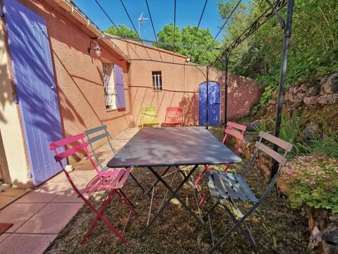 Charmant T1 avec jardin, à 15mn d'aix en Provence