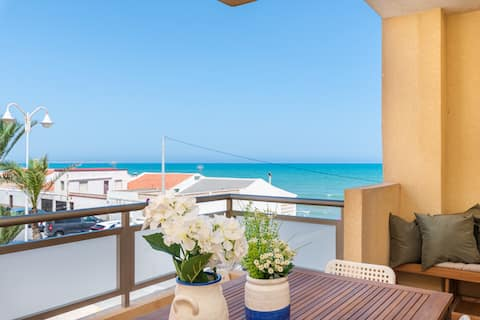 Recién reformado + vistas al mar, +WIFI+garaje