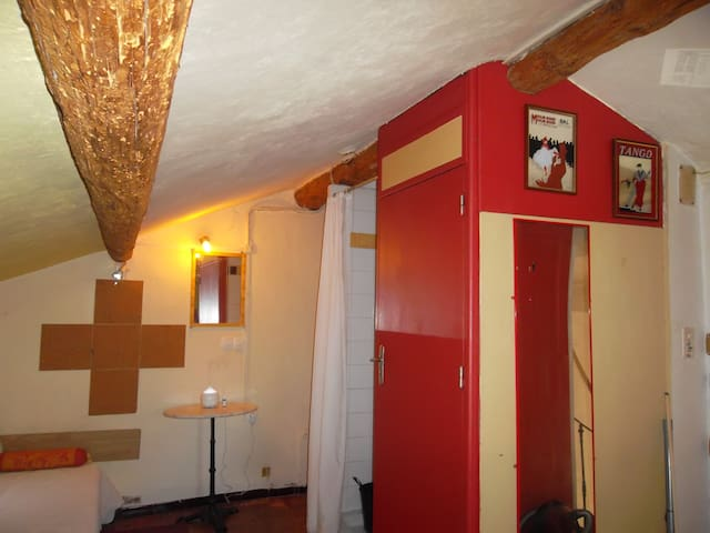 Small studio with air conditioning, centre Lamalou