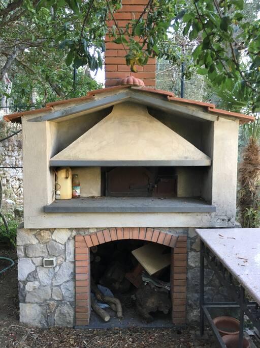 Forno per pizze, nel giardino disponibile come spazio esterno