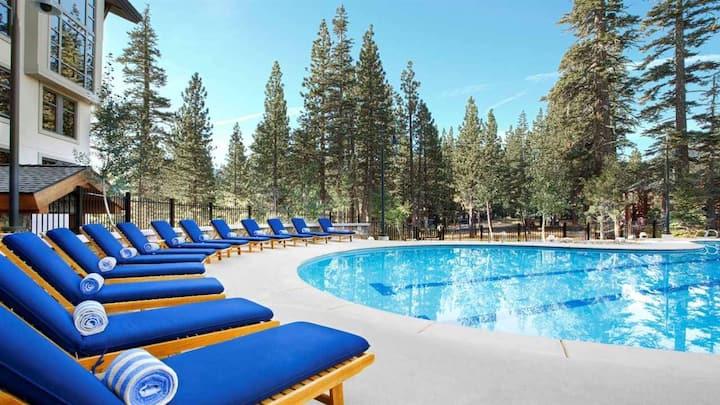 Luxury Studio Overlooking Pool, Discount Pricing$$
