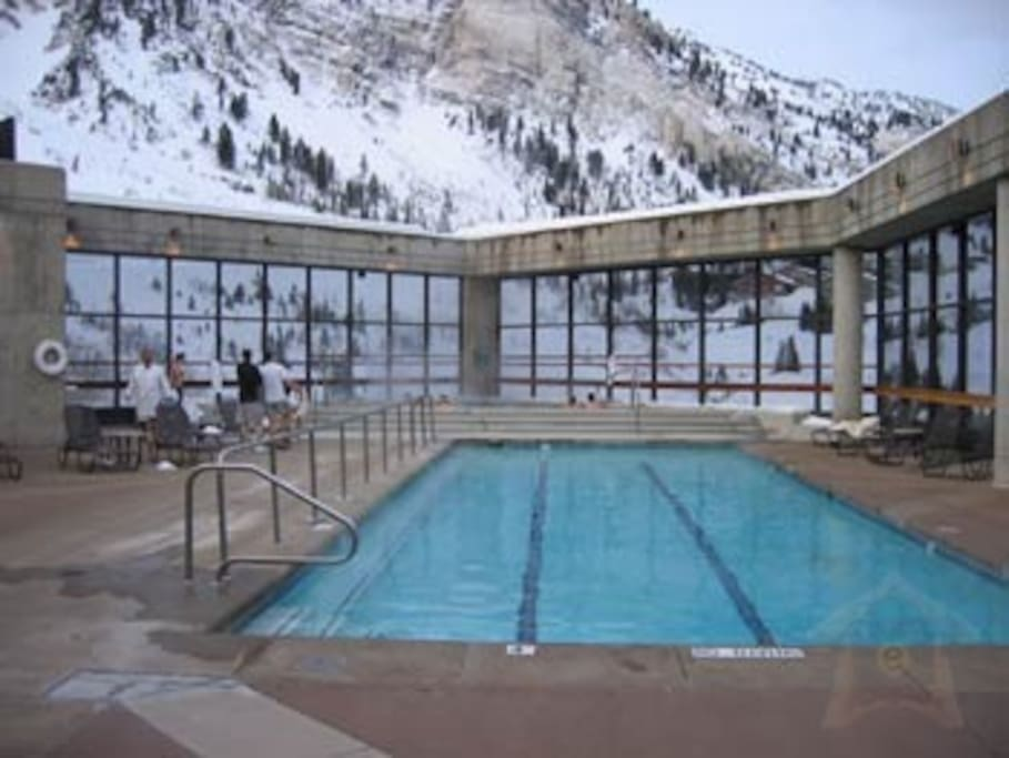 Cliff Lodge's spectacular rooftop pool and hottub