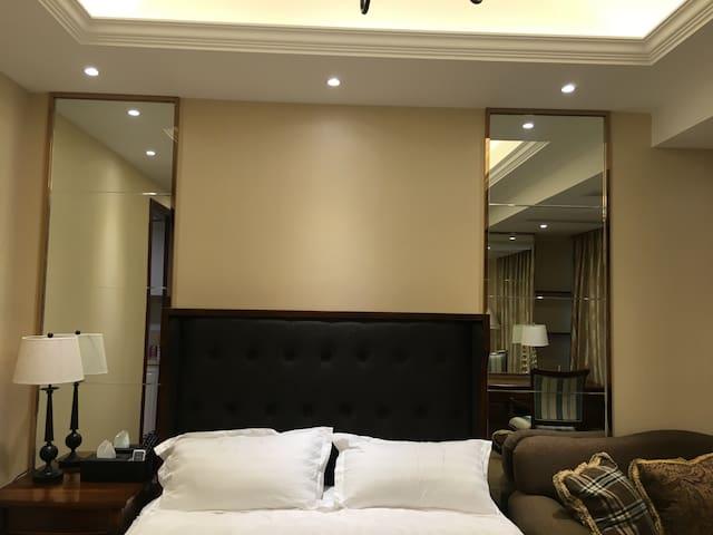 舒适美式酒店式公寓,地铁2号就在附近,到达西湖景区直线距离只需20分钟,机场只需15分钟 - Hangzhou