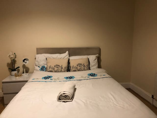 Lovely double room in a family house
