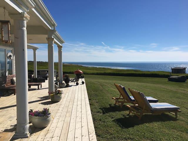 'Oceanspray Beach House' Yarmouth NS Bay of Fundy!