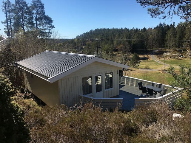 Newly renovated rustic seaside cabin Bærøy 3/ boat
