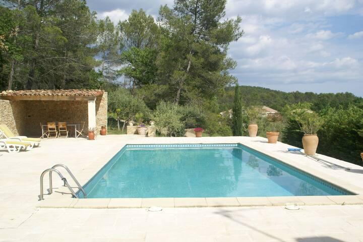 Mooi vakantiehuis met groot privé-zwembad en dicht bij leuke dorpjes!