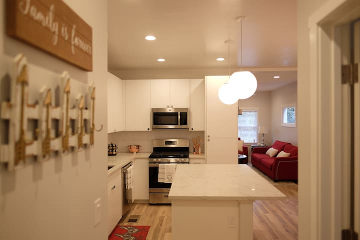 Brand New 2br 2ba in Downtown/Midtown by Golden1 - Sacramento - House