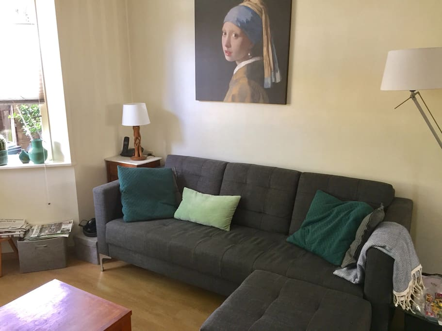 Living room, girl with pearl earring is watching;)