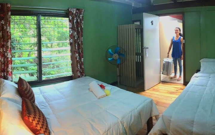 A/C Ensuite Garden View Room Free Breakfast & WiFi