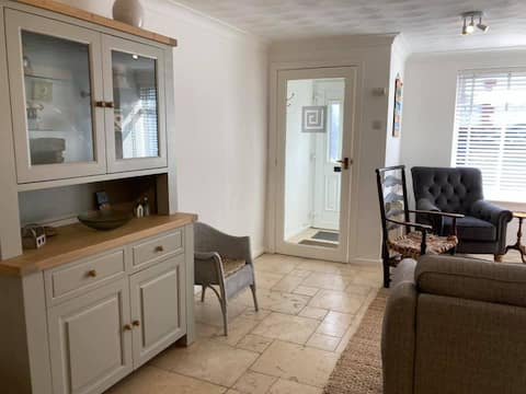 Coastal cottage minutes from the beach on Anglesey